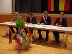 Unterzeichnung der Partnerschaftsdokumente der beiden Vereine